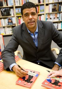 Chris Kamara book signing Swindon