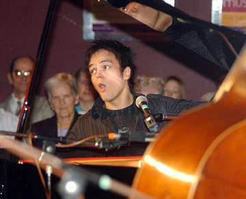 Jamie Cullum in Swindon at The Apartment 21 December 2003