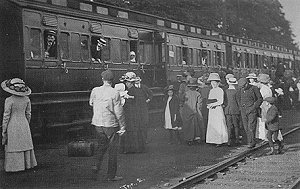 Boarding Trains, 1913, Swindon