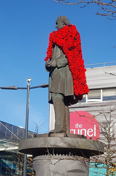 Swindon Brunel statue covered in knitted poppies for Remembrance Day 2017