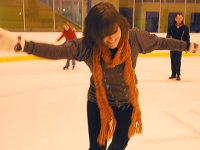 SwindonWeb's Mel Turner-Wright tries skating on her own!