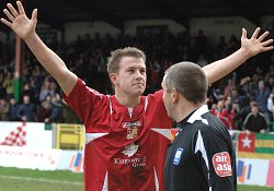 Simon Cox signs for STFC