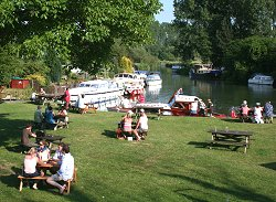 Picnics and boat rides in Lechlade, near Swindon