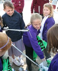 Nythe School Children get involved in the inSwindon McDonald's clean-up campaign