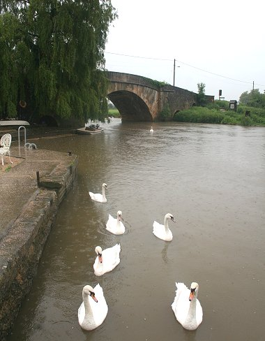 Flooding at Lechlade bridge