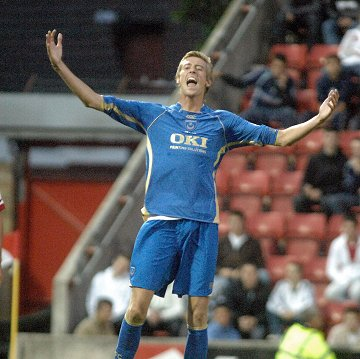 peter crouch playing for portsmouth against Swindon Town FC
