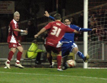 Simon Cox scores for Swindon v Leicester 15 Nov 2008