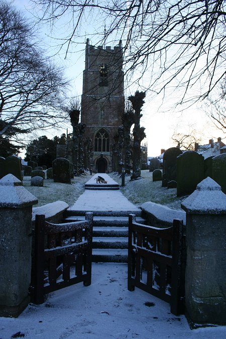St Michael's Church Highworth in the snow 21 Dec 2009