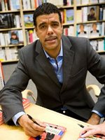Chris Kamara in Swindon