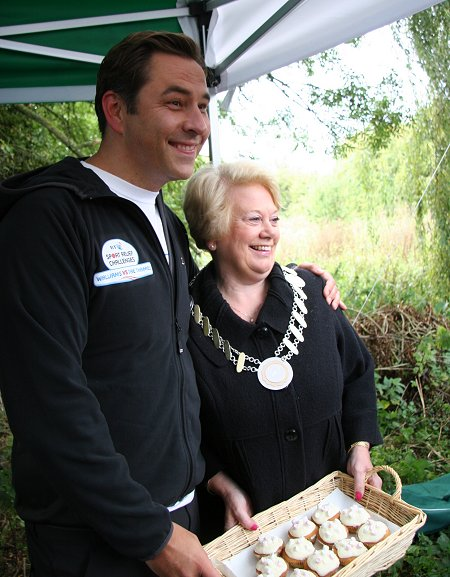 David Walliams and the mayor of lechlade