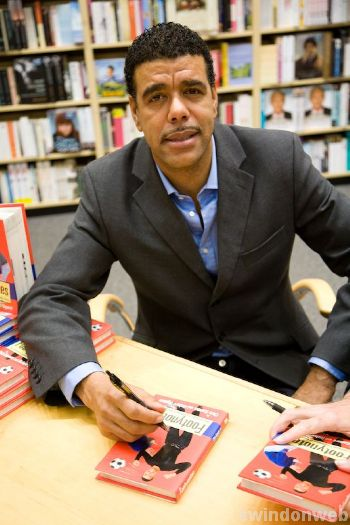 Chris Kamara book signing at Borders