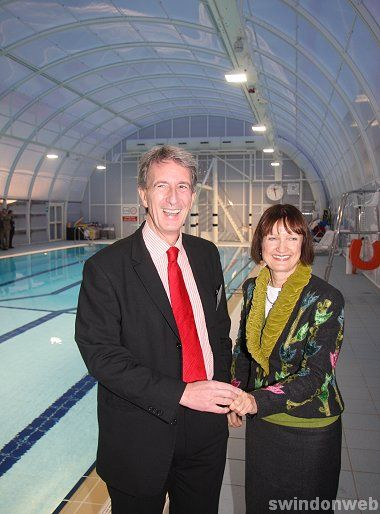 Tessa Jowell opens the new Highworth pool