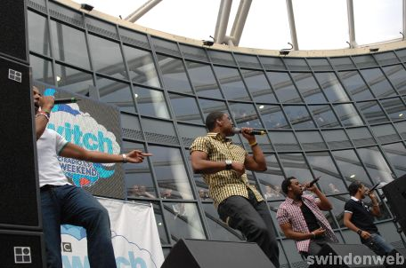 JLS and Ironik perform at Nova Hreod